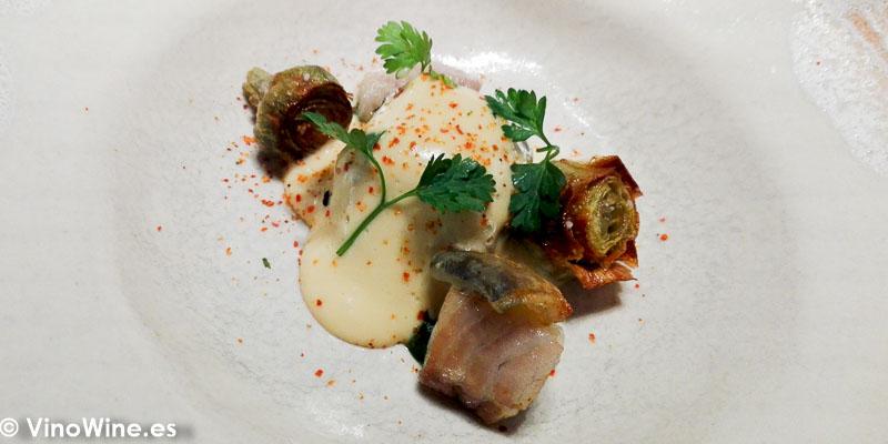 Alcachofas ecologicas anguila ahumada y holandesa de anguila del Restaurante Ricard Camarena de Valencia