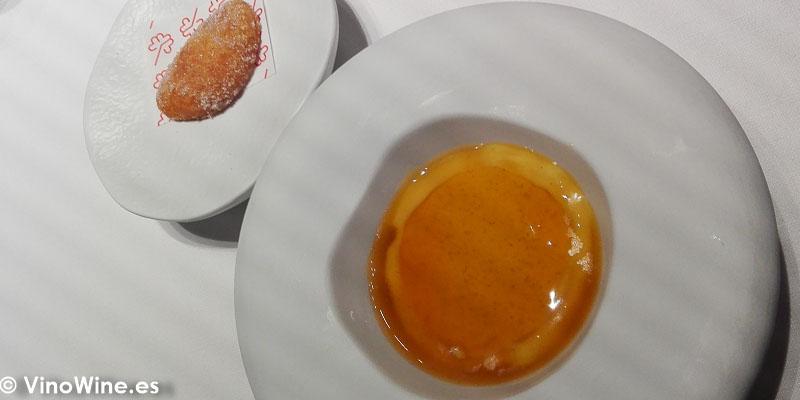 Calabaza en tres servicios Calabaza asada y mandarina royal de almendras y calabaza asada buñuelo de calabaza asada del Restaurante Ricard Camarena de Valencia