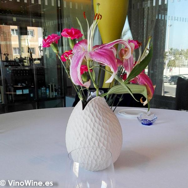 Detalle decorativo de la mesa del restaurante Peix i Brases en Denia