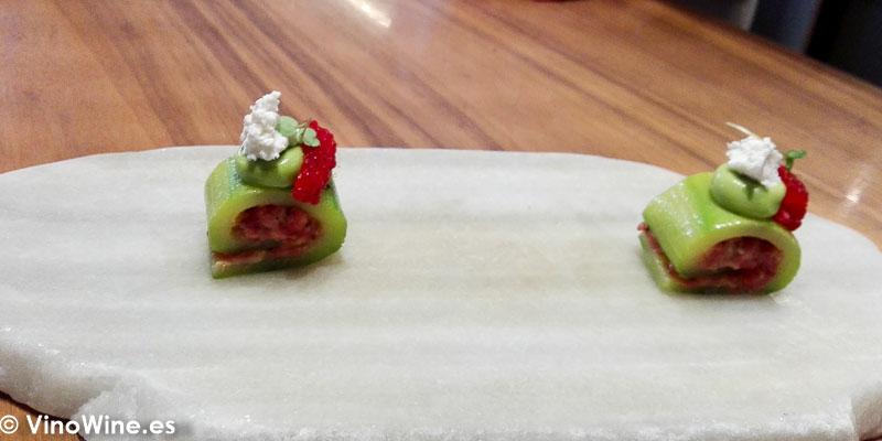 Piel de calabacin steack tartar y requeson del Restaurante Ricard Camarena en Valencia
