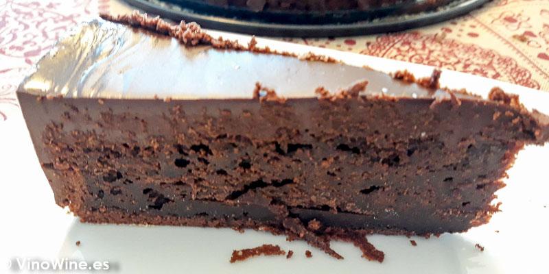 Porción de tarta mud cake de chocolate