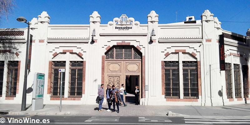 Puerta de entrada a Bombas Gens donde se ubica el Restaurante Ricard Camarena en Valencia