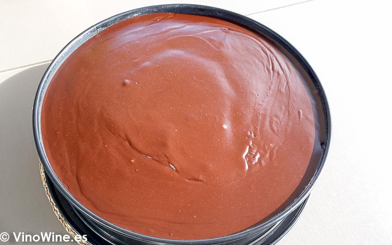 Tarta mud cake de chocolate recubierta de ganache