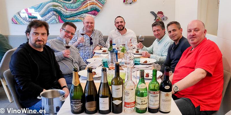 Foto de los asistentes al Restaurante Cobo Vintage con ocasion de El Alma de los Vinos Unicos 2019 en Burgos