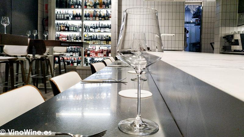 Vista parcial de la barra del Restaurante Canabota en Sevilla
