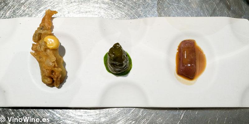 bonito listado ahumado con salsa de almendras pimiento verde relleno de brandada y boqueron en tempura del Restaurante Canabota en Sevilla