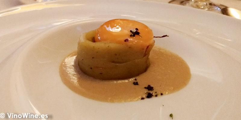 Patata especiada cola de toro yema y hongos del Restaurante Abantal en Sevilla