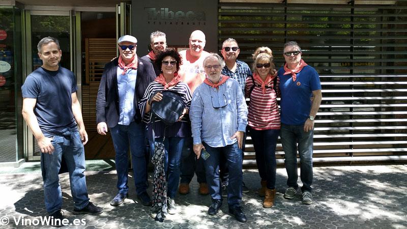 Algunos Restauranteros a las puertas del Restaurante Tribeca en Sevilla