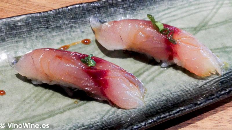 Nigiri de jurel con aceite de humo del Restaurante Nozomi en Valencia