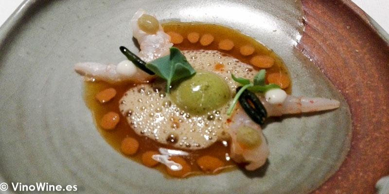 Gamba blanca y bombon de leche de almendra y algas del Restaurante Maralba en Almansa