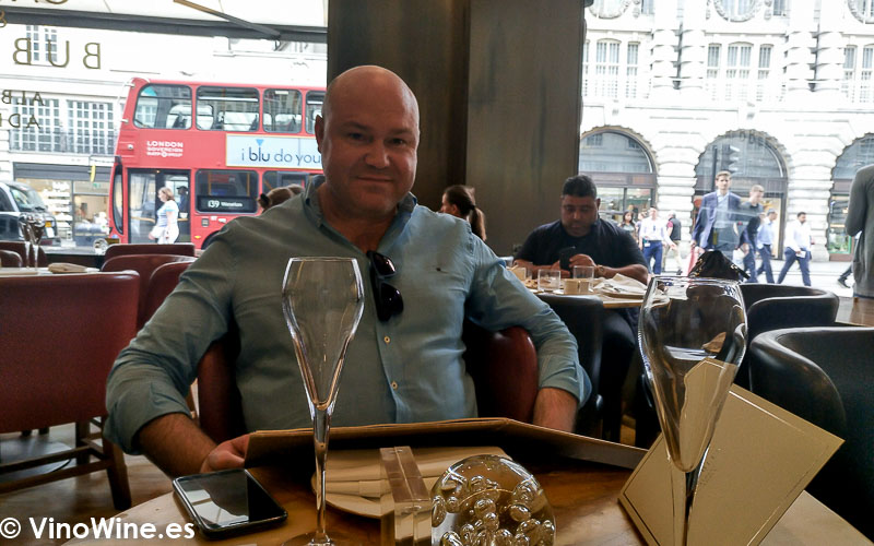 Jose Ruiz de VinoWine en Cakes and Bubbles de Albert Adria en Londres