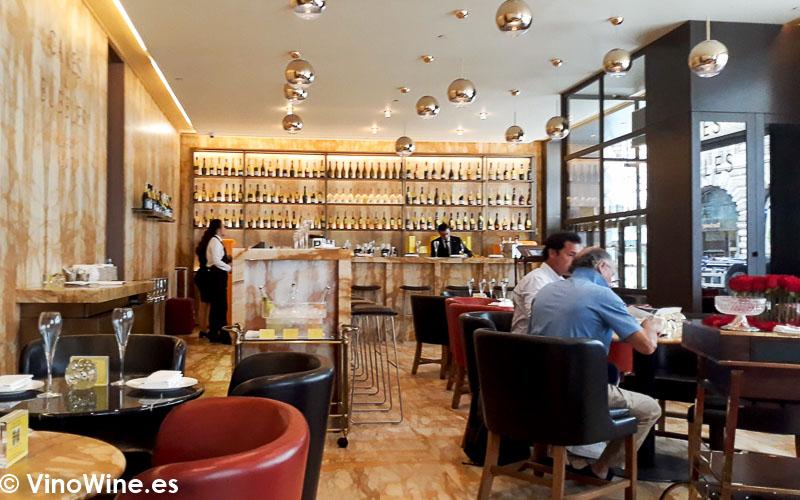 Vista parcial del comedor de Cakes and Bubbles de Albert Adria en Londres