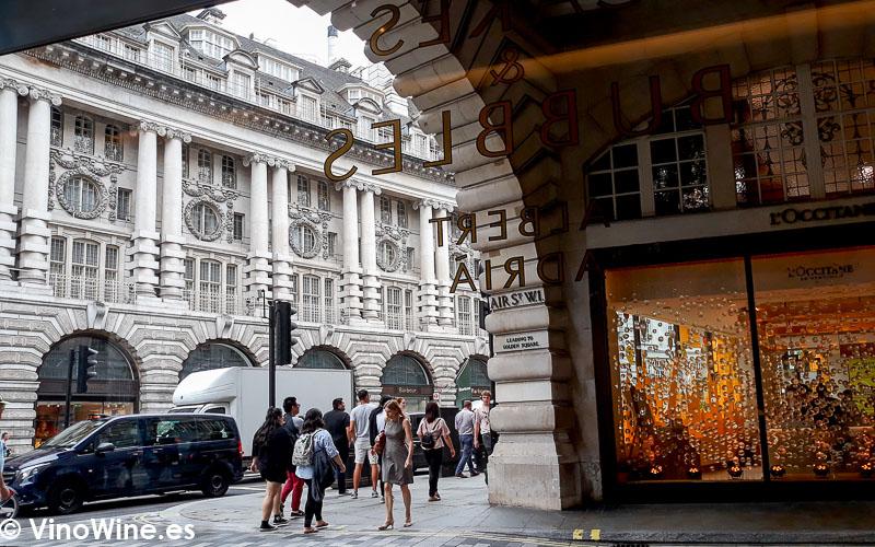 Vistas desde el interior de Cakes and Bubbles de Albert Adria en Londres