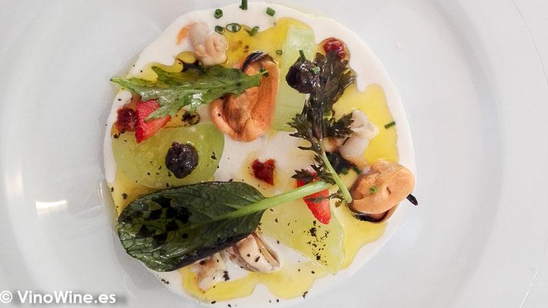 Ajoblanco de almendras con frutos del mar en Un cuiner a la escoleta de Sagra Alicante