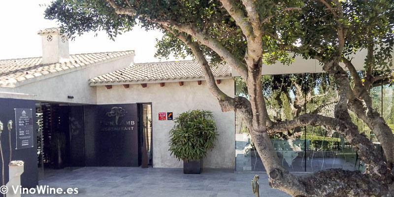 Puerta de entrada al restaurante Bonamb de Javea en Alicante
