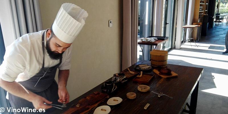 Preparando el servicio del Restaurante Bonamb de Javea en Alicante