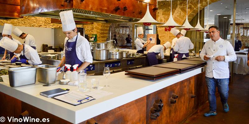 Angel Leon en la cocina del Restaurante Aponiente el Chef del Mar