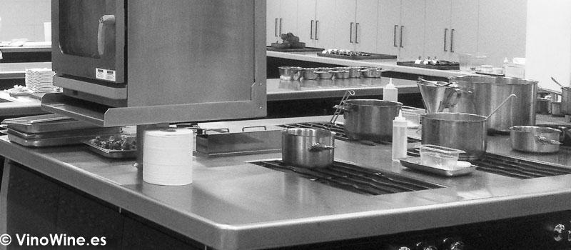 Cocina vacia Volveremos a visitar los restaurantes tras la Pandemia del Coronavirus