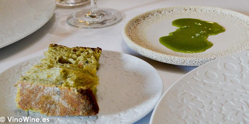 Pan de algas y aceite de plancton del Restaurante Aponiente el Chef del Mar