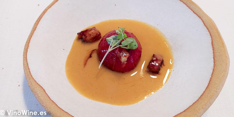Tomate de penjar asado y allipebre de anguila del Restaurante Atalaya en Alcossebre