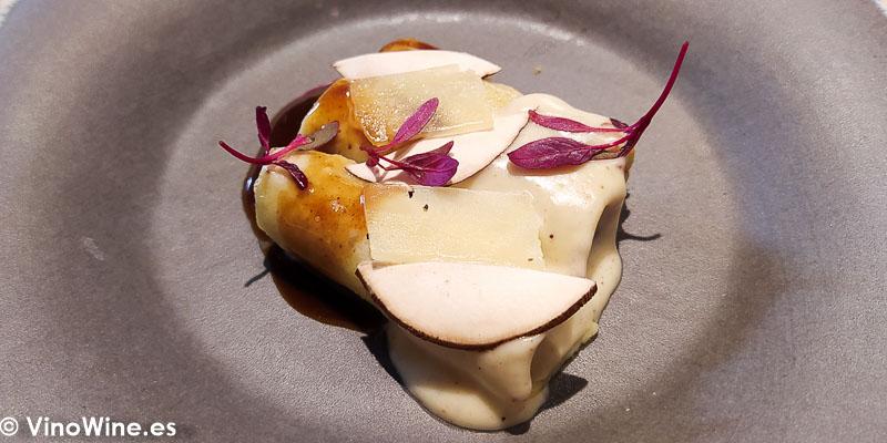 Canelones de blanquet bechamel de setas y queso de la queseria Tot de Poble del Restaurante Arrels en Sagunto