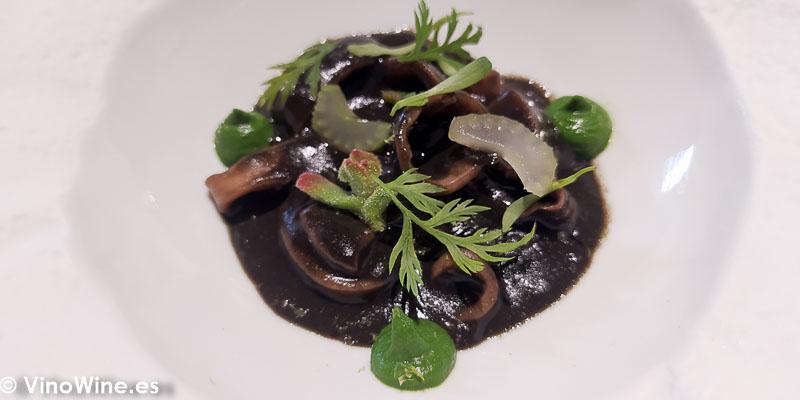 Curry de calamar y sepia bruta del Restaurante Arrels en Sagunto