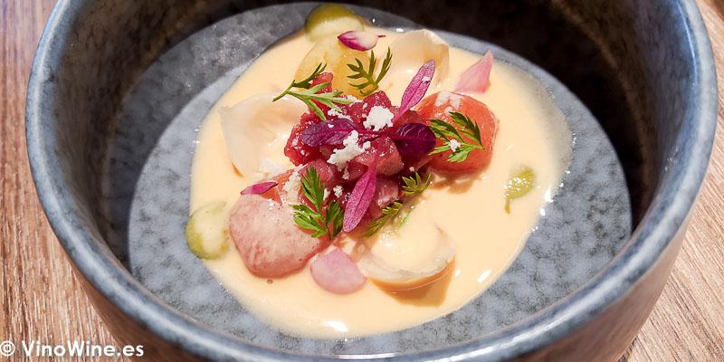 Ventresca de atun encebollada fria con salsa de tomate del Restaurante Arrels en Sagunto