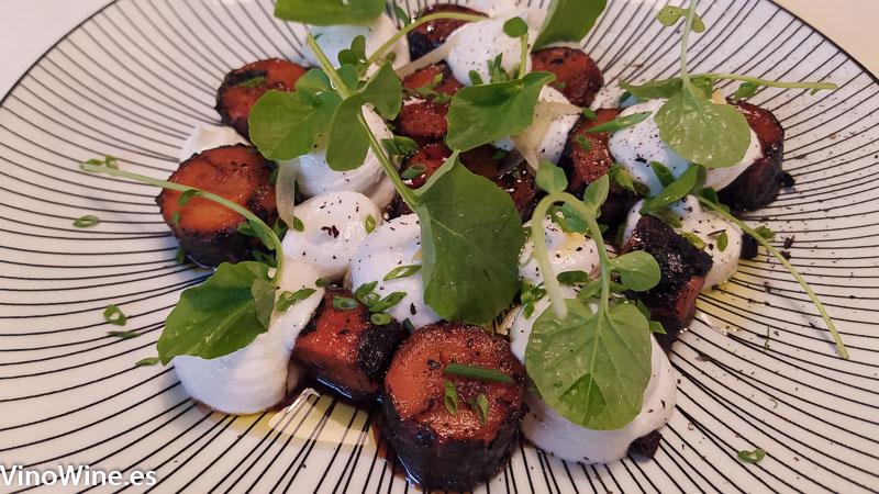 Brandada de bacalao zanahoria glaseada y aceituna moruna del Restaurante Gallina Negra de Valencia