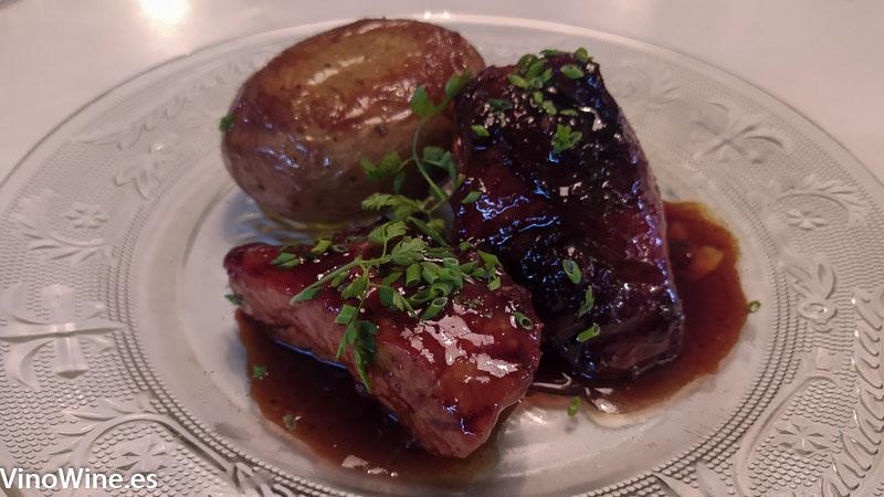 Molleja de ternera chirivia cremosa y jugo de carne del Restaurante Gallina Negra de Valencia