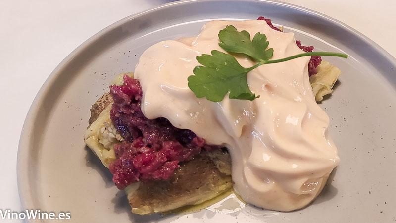 Steak tartar berenjena ahumada y chipotle del Restaurante Gallina Negra de Valencia